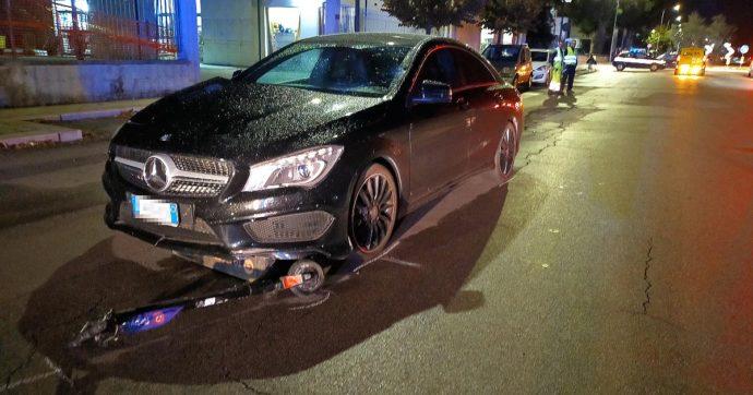 Lecce, scontro tra un monopattino e un'auto: due 13enni senza casco ferite gravemente