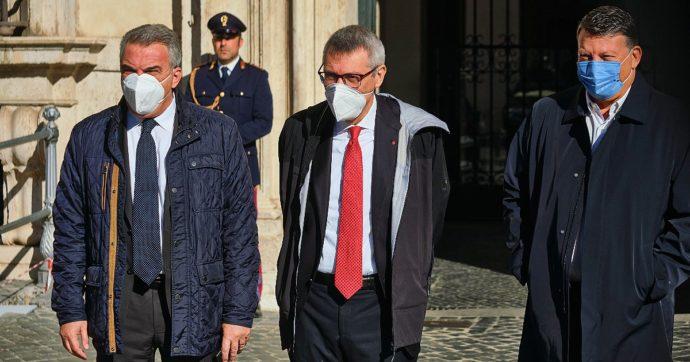 """Green pass, sindacati a Draghi: """"Tagli prezzo tamponi, aziende anticipino costi"""". Il governo valuta l'ipotesi, Bonomi: """"Paga chi li deve fare"""""""