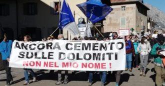 """Milano-Cortina 2026, centinaia in corteo in difesa dell'ambiente: """"Olimpiadi a costo zero? Sono già arrivati gli speculatori del mattone"""""""